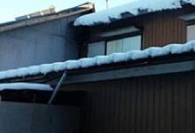 積雪で破壊した雨漏り