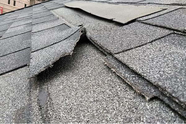急勾配の屋根は風の影響を受けやすい