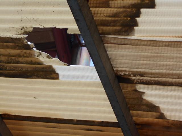 大垣市にてカーポートの塩ビ波板が破損しているので現場調査に行ってきました
