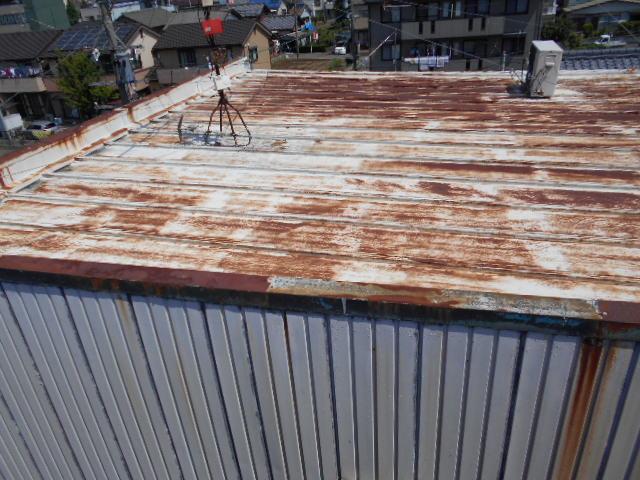 瓦棒屋根 笠木のサビ