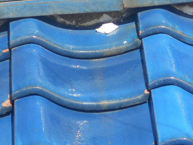 大垣市にて瓦屋根の調査、棟の漆喰が劣化して剥がれ降りていました。