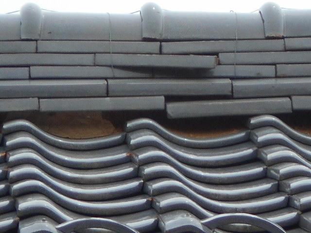 大垣市 棟瓦の熨斗瓦の外れ、冠瓦のズレ、三日月漆喰の剥がれ・屋根無料調査
