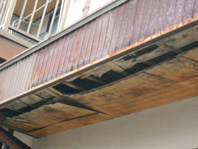 大垣市 軒天ピーリングがボロボロです。下地が見えています。雨漏り調査