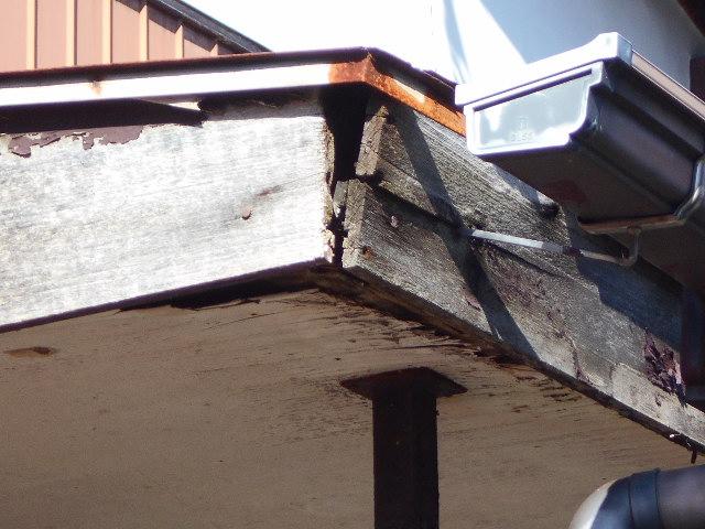 大垣市 古くなった玄関屋根の補修お願いします・屋根無料調査
