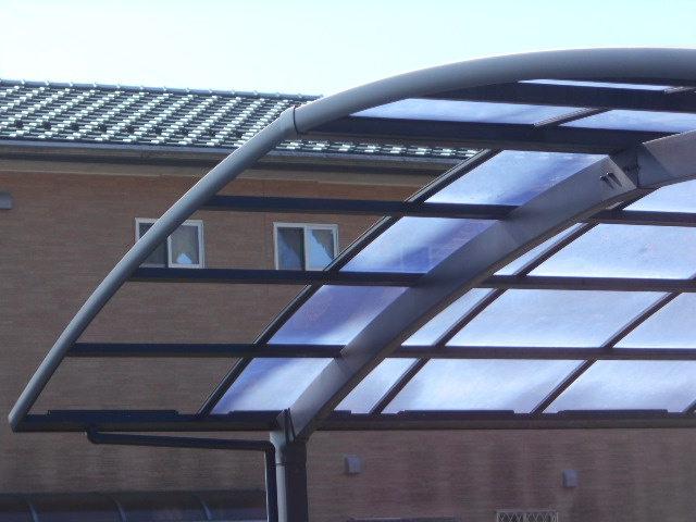 大垣市 カーポートの屋根が一枚飛散していますが部分張替できますか。復旧お願いします