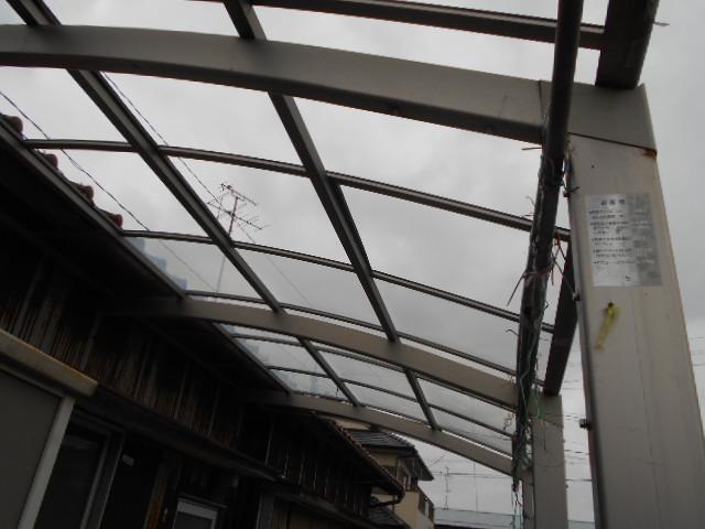 大垣市 カーポートの屋根が飛散して穴があいています。復旧お願いします