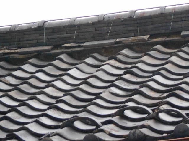 大垣市 棟の熨斗瓦がはずれています。棟が歪んでいます。棟が崩れてこないか心配です。雨漏り調査