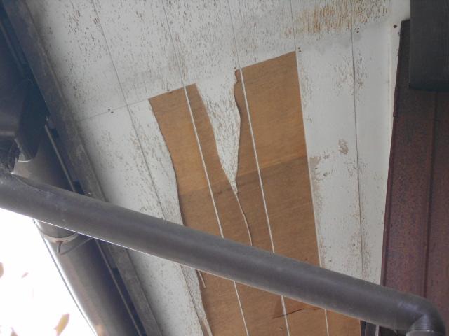 大垣市 軒天ピーリングの表面のベニヤが剥がれています。張り替えお願いします。