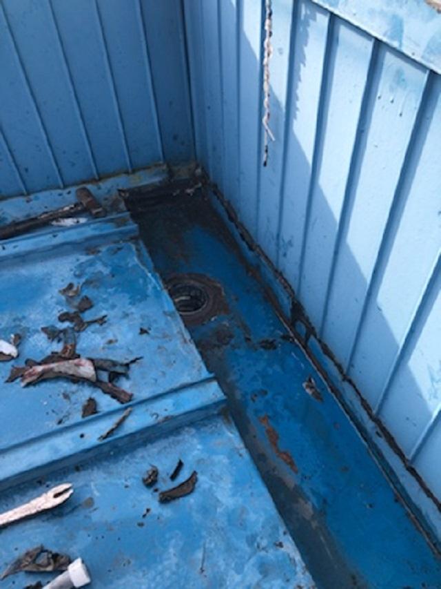 瓦棒板金屋根の谷樋からの雨漏り