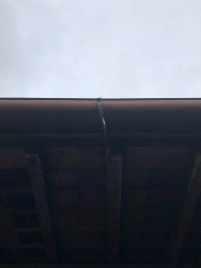 雨樋の軒樋金具のゆがみ