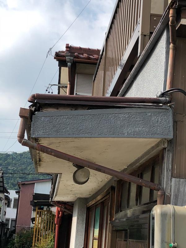 玄関屋根雨漏り