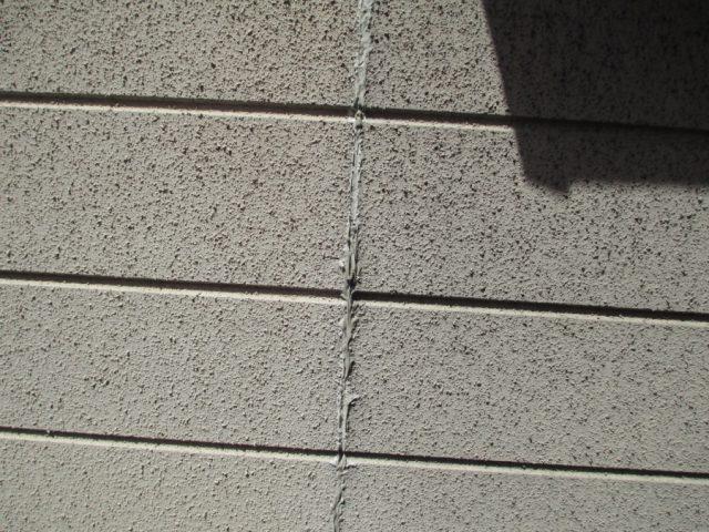 サイディング外壁の目地割れ