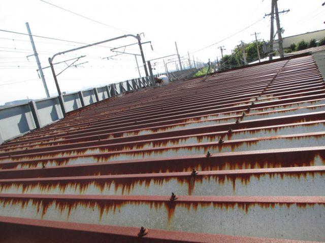 折半屋根のボルトの錆びの状況