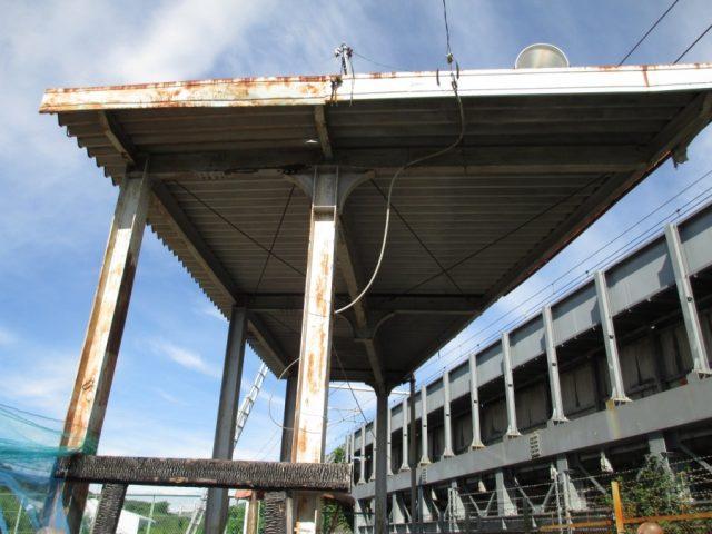 折板屋根 パラペット 鉄骨柱の錆びの状態