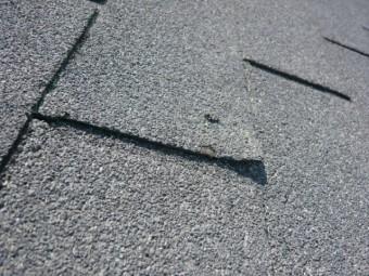 アスファルトシングル屋根材の浮き